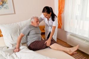 сиделка пожилым людям